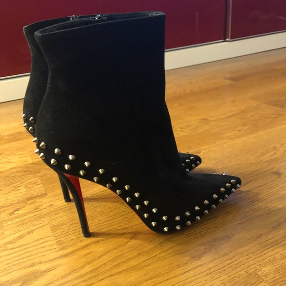 new style 01737 66ac9 Louboutin Willetta Spikes 100mm Suede Booties